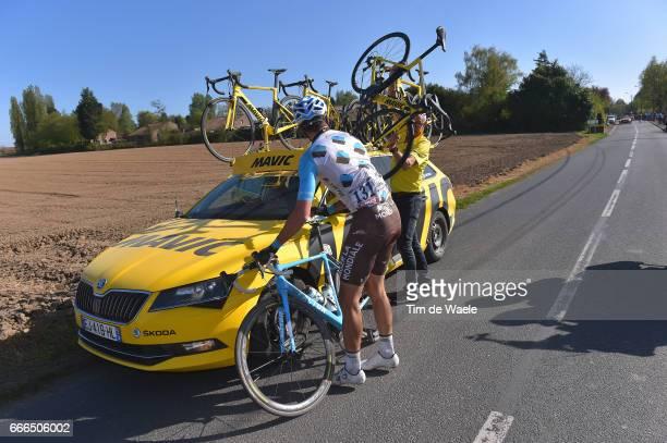 115th Paris Roubaix 2017 Oliver NAESEN / Mechanical Problem / Mavic assistant car/ Track Roubaix Velodrome / Compiegne Roubaix / PR /