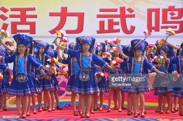 1st Tour of Guangxi 2017 / Stage 4 Chinese Children / Dancers / Fans / Illustration / Public / Nanning Mashan Nongla Scenic Area 472m / Gree Tour of...