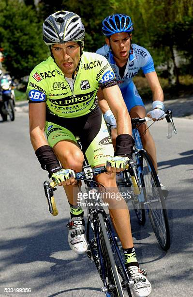 Cycling 2004 Tour of Romandie Sven Motgomery and Stefano Garzelli during stage 4 Cyclisme Tour de Romandie 2004 Sven Motgomery et Stefano Garzelli...