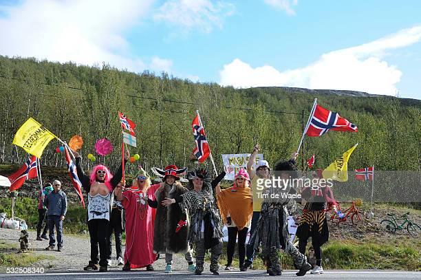2nd Arctic Race Norway 2014 / Stage 2 Illustration Illustratie / Landscape Paysage Landschap/ Fans Supporters Public Publiek Spectators / Flag/...