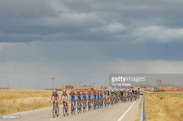 65th Tour of Spain 2010 / Stage 18 Illustration Illustratie / Peleton Peloton / Rain Sky Pluie Ciel Regen wolken / Landscape Paysage Landschap /...
