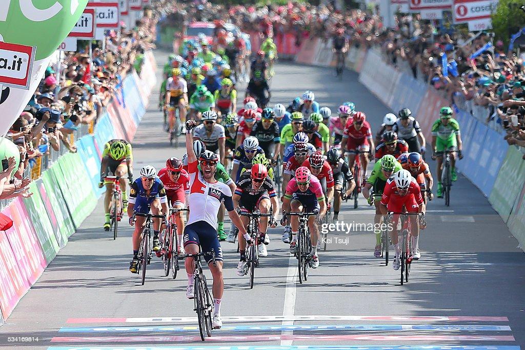 99th Tour of Italy 2016 / Stage 17 Arrival / Roger KLUGE (GER)/ Giacomo NIZZOLO (ITA) Red Sprint Jersey / Nikias ARNDT (GER)/ Sacha MODOLO (ITA)/ Matteo TRENTIN (ITA)/ Molveno - Cassano D'Adda (196Km)/ Giro /