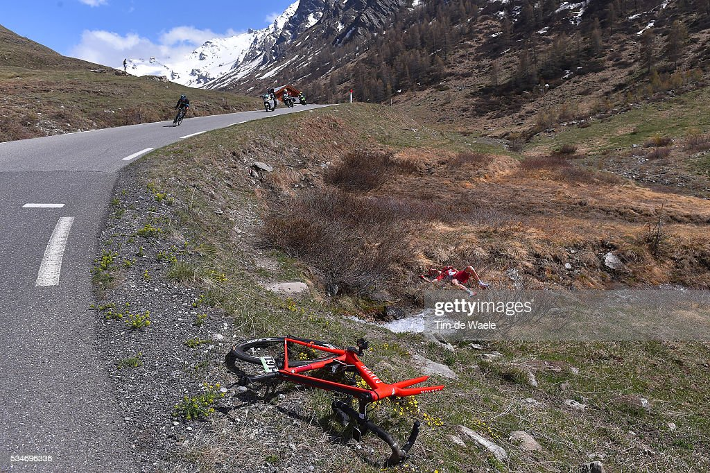 99th Tour of Italy 2016 / Stage 19 Illustration / Landscape / Mountains / Snow / Crash / Ilnur ZAKARIN (RUS)/ Colle Dell'Agnello 2744m / Pinerolo - Risoul 1862m (162km)/ Giro /