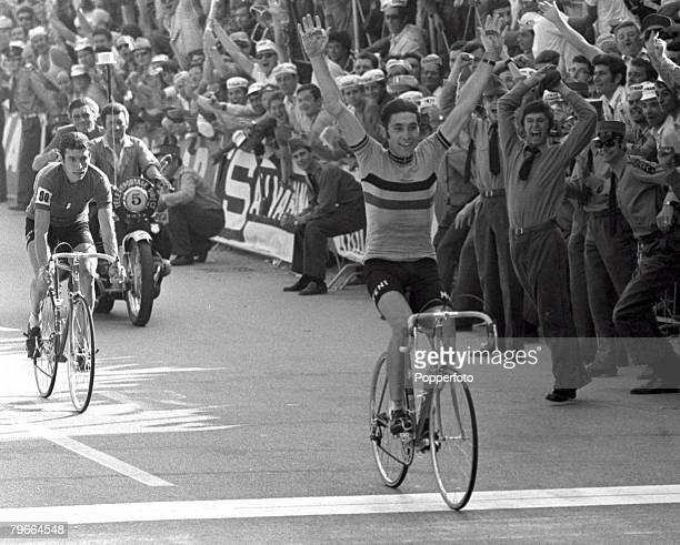 Cycling Mendrisio Switzerland 5th September 1971 Belgium's Eddy Merckx raises his arms in celebration as he crosses the line to win the World...