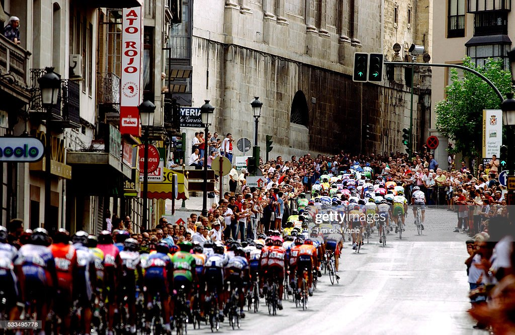 Cycling Tour of Spain 2003 Stage 15 The tightly bunched pack head through the town of Sierra de la Pandera Cyclisme La Vuelta Tour d'Espagne 2003...