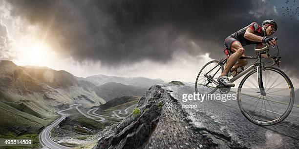 Ciclista escala en la parte superior