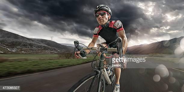 Radfahrer zu Hause nach harten Ride
