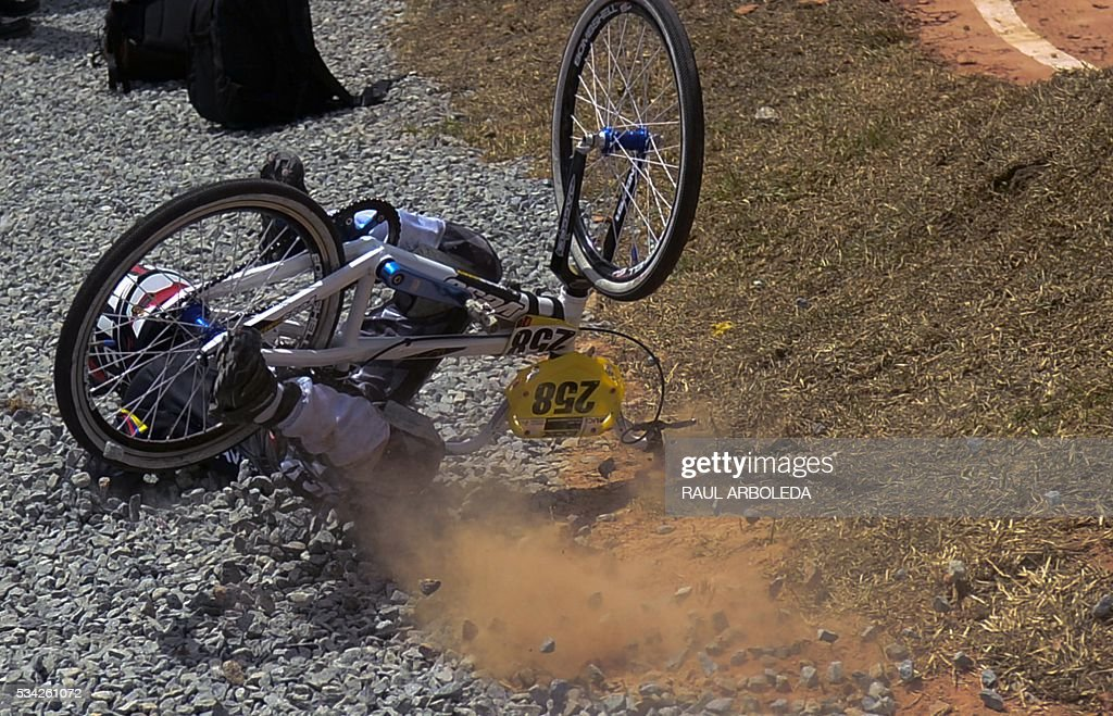A BMX cyclist falls during classifications in the UCI BMX World Challenge, categories ages twelve, at Antonio Roldan Betancur challenger track in Medellin, Antioquia department, Colombia, on May 25, 2016 / AFP / -- / RAUL