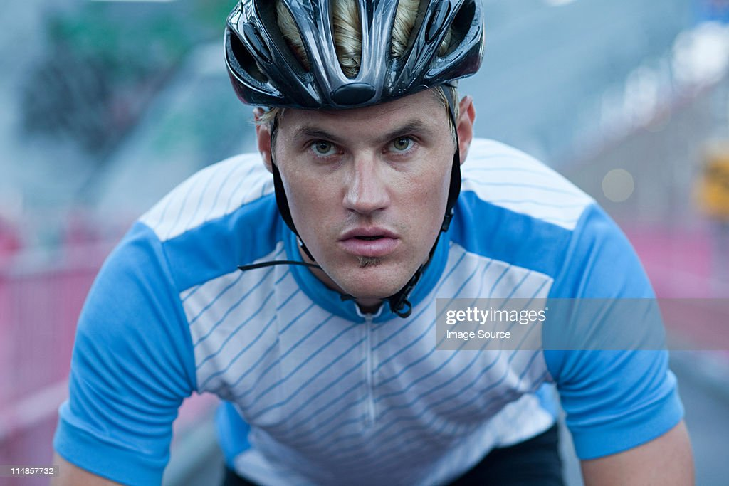 Cyclist looking determined : Stock Photo
