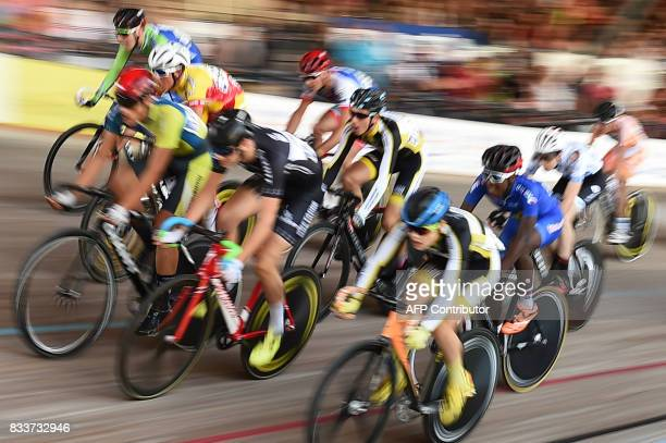 Cyclists compete during the French National Track Cycling Championships on August 17 2017 at the velodrome of Hyeres southern France / AFP PHOTO /...