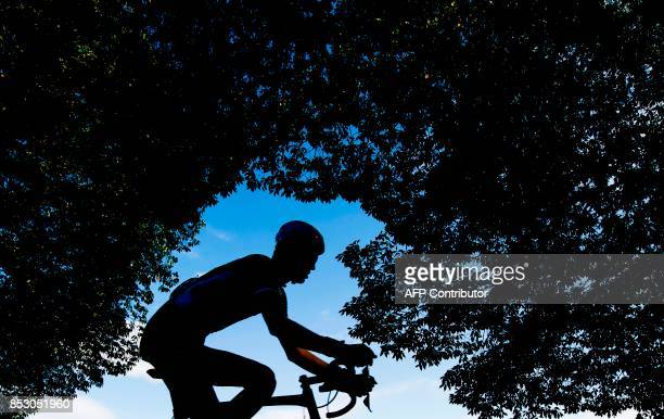 A cyclists competes during the men elite road race of the UCI Cycling Road World Championships in Bergen on September 24 2017 / AFP PHOTO / Jonathan...