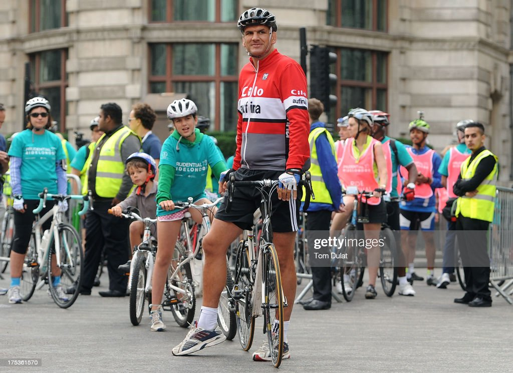 Cyclists led by former rugby player <a gi-track='captionPersonalityLinkClicked' href=/galleries/search?phrase=Martin+Johnson+-+Rugby+Player&family=editorial&specificpeople=202978 ng-click='$event.stopPropagation()'>Martin Johnson</a> attempt to break the Guinness World Record for the longest single line of bikes during the Prudential RideLondon on August 3, 2013 in London, England.
