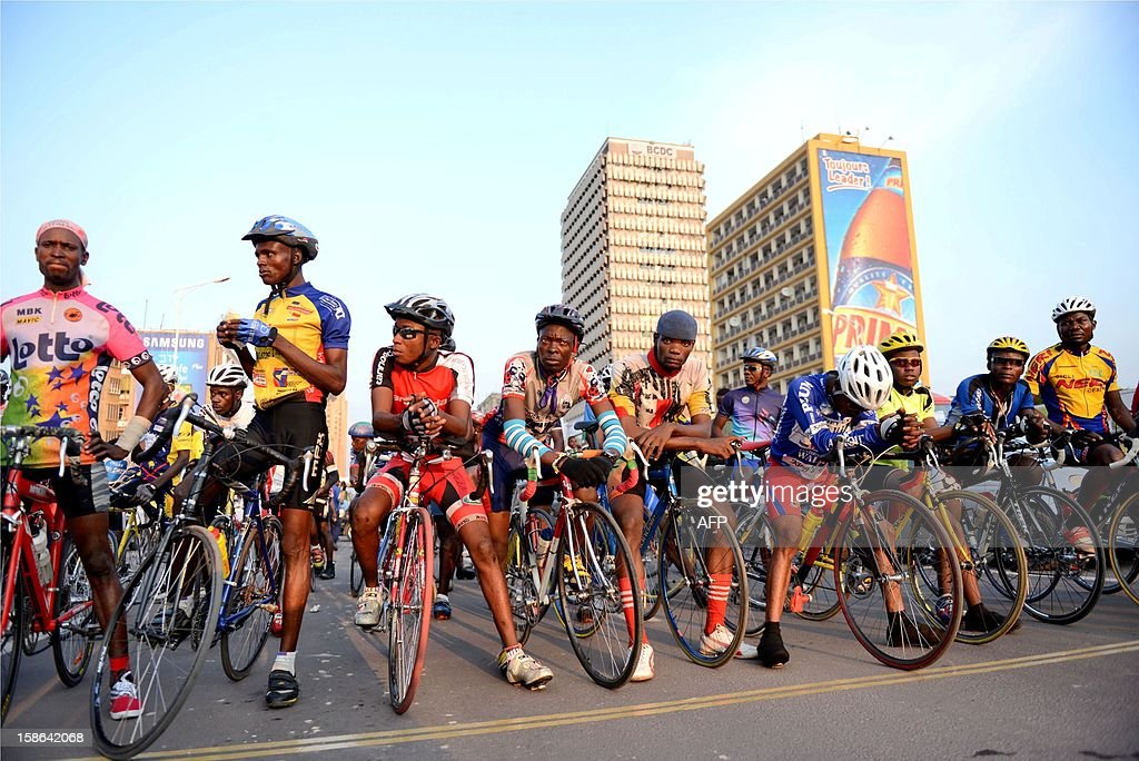 Cyclists line up for the start on December 22, 2012 in Kinshasa. The cycling federation of the Democratic Republic of Congo arranged a cycle race for peace attended by riders of the five regions in the Gombe district of Kinshasa. AFP PHOTO/Junior D.Kannah