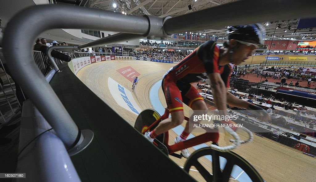 Cyclists participate in the Men's 50km Madison event of the UCI Track Cycling World Championships in Minsk on February 24, 2013.