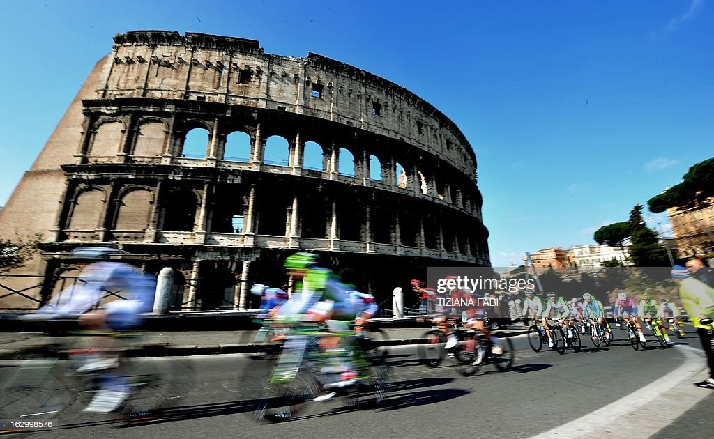 Cyclists ride past the Colosseum as they take part in the 'Roma Maxima' cycling race on March 3, 2013 in Rome. AFP PHOTO / TIZIANA FABI