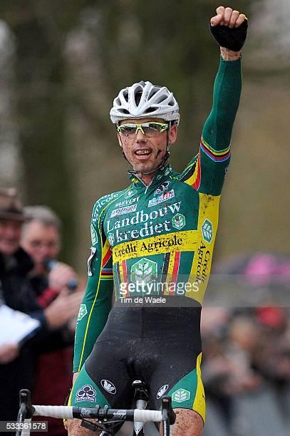 SP Hoogstraten 2011 Arrival / Sven NYS / Celebration Joie Vreugde / Super Prestige / Cyclo Cross / Tim De Waele