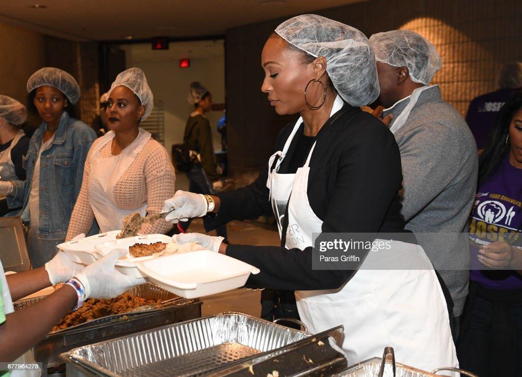 Hosea Helps Thanksgiving Dinner