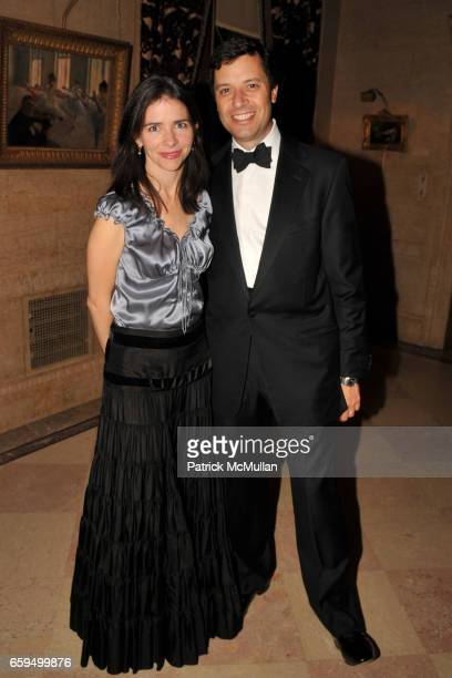 Cynthia Young and Mark Diker attend The FRICK COLLECTION AUTUMN DINNER Honoring PHILIPPE DE MONTEBELLO at The Frick Collection on October 19 2009 in...
