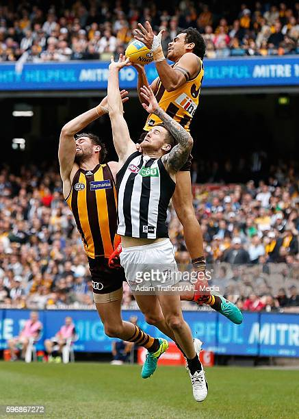 Cyril Rioli of the Hawks marks the ball over Jeremy Howe of the Magpies and Jack Gunston of the Hawks during the 2016 AFL Round 23 match between the...