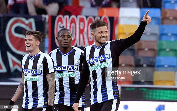 Cyril Thereau of Udinese Calcio celebrate with his team mates after scoring his opening goal during the Serie A match between Udinese Calcio and FC...