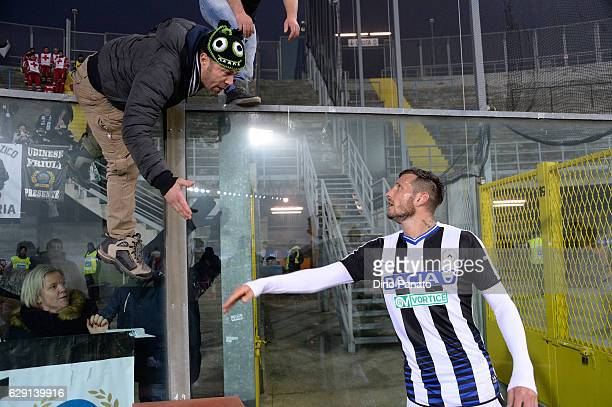 Cyril Thereau of Udinese Calcio celebrates with fans after the Serie A match between Atalanta BC and Udinese Calcio at Stadio Atleti Azzurri d'Italia...