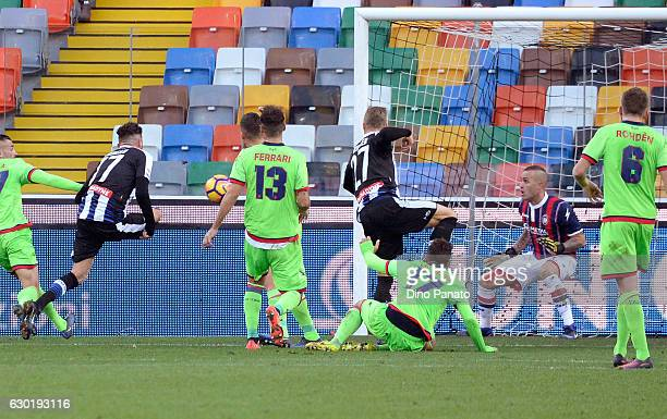 Cyril Thereau of Udinese Calcio scores his opening goal during the Serie A match between Udinese Calcio and FC Crotone at Stadio Friuli on December...