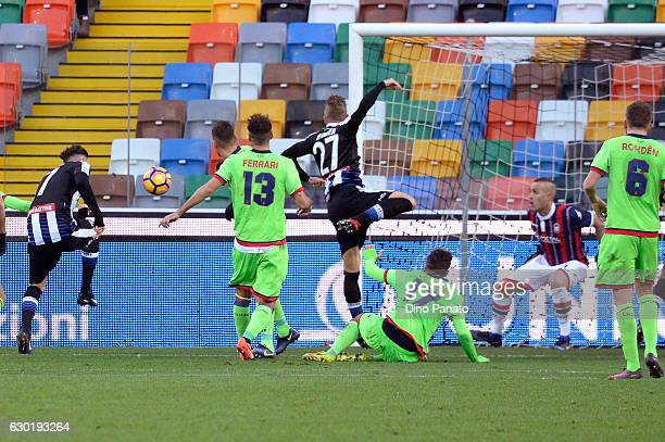 Cyril Thereau of Udinese Calcio scores the opening goal during the Serie A match between Udinese Calcio and FC Crotone at Stadio Friuli on December...
