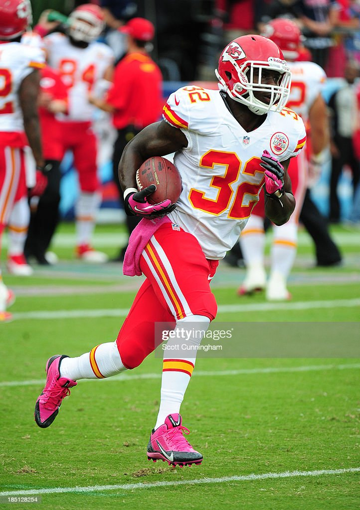 <a gi-track='captionPersonalityLinkClicked' href=/galleries/search?phrase=Cyrus+Gray&family=editorial&specificpeople=5573455 ng-click='$event.stopPropagation()'>Cyrus Gray</a> #32 of the Kansas City Chiefs warms up before the game against the Tennessee Titans at LP Field on October 6, 2013 in Nashville, Tennessee.