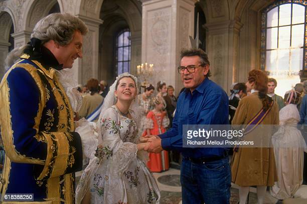 Czech director Milos Forman directs actor Jeffrey Jones and young actress Fairuza Balk on the set of the film Valmont in Paris The film is set in...