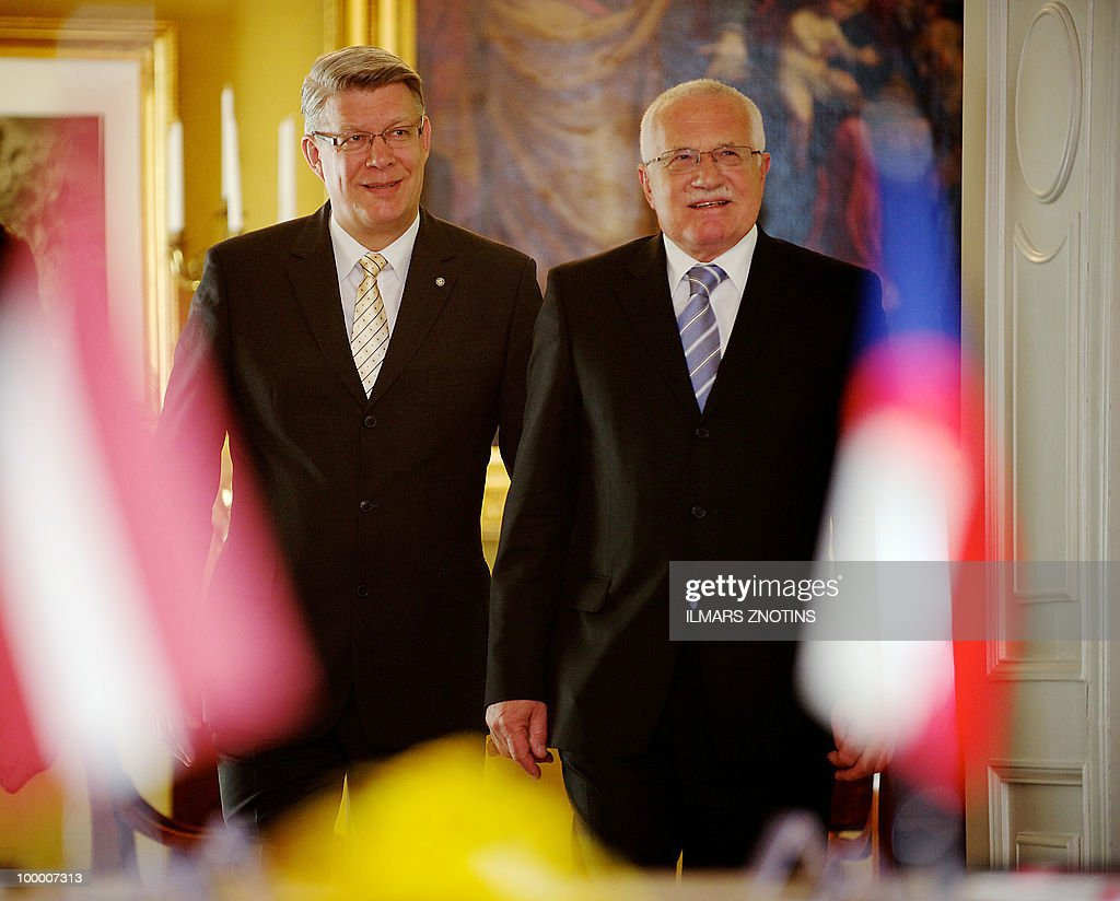 Czech President Vaclav Klaus (R) and his Latvian counterpart Valdis Zatlers walk ahead their meeting in Riga on May 20, 2010 in Riga. The Czech President is on two-day official visit to Latvia.