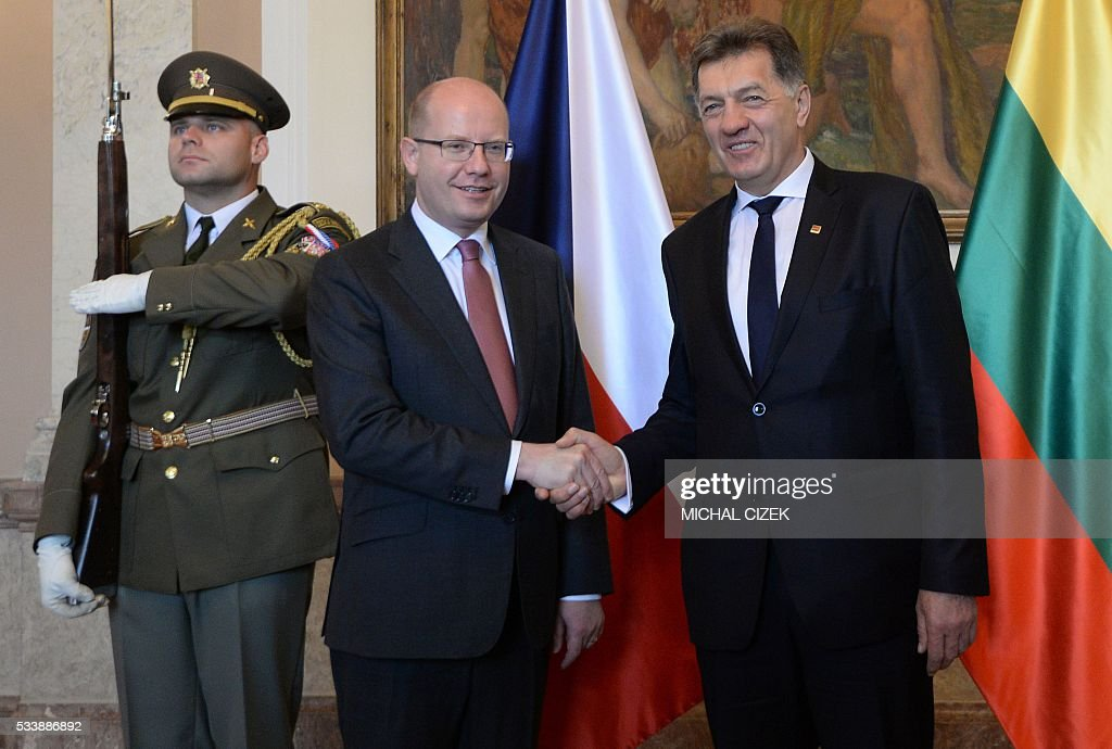 Czech Prime Minister Bohuslav Sobotka (L) shakes hands with his Lithuanian counterpart Algirdas Butkevicius before their meeting on May 24, 2016 in Prague. / AFP / Michal Cizek