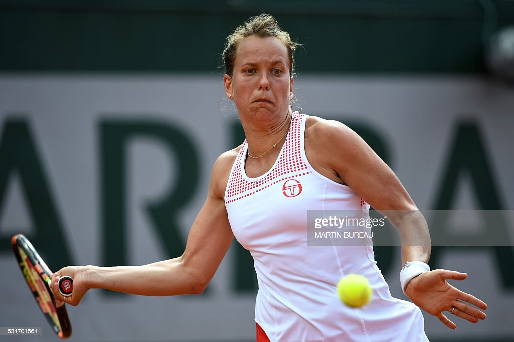 Czech Republic's Barbora Zahlavova Strycova returns the ball to Poland's Agnieszka Radwanska during their women's third round match at the Roland Garros 2016 French Tennis Open in Paris on May 27, 2016. / AFP / MARTIN