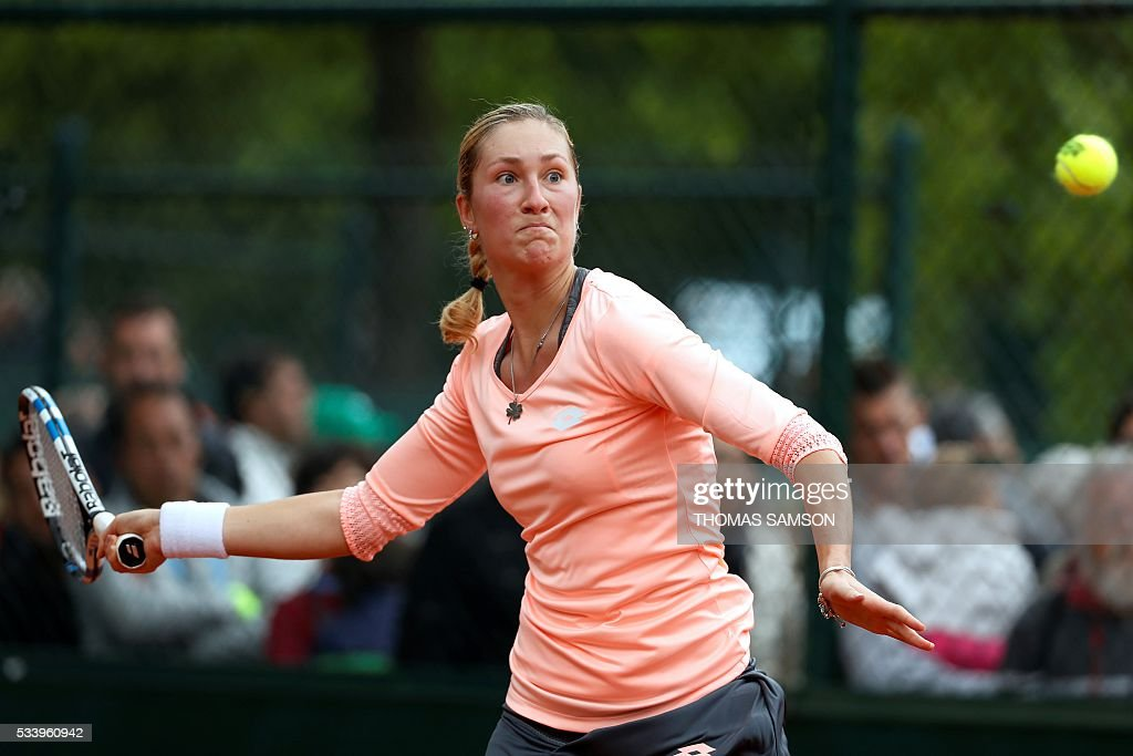 Czech Republic's Denisa Allertova returns the ball to Japan's Kurumi Nara during their women's first round match at the Roland Garros 2016 French Tennis Open in Paris on May 24, 2016. / AFP / Thomas SAMSON