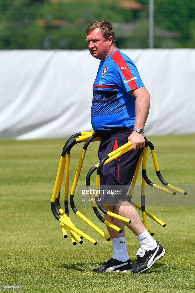 Czech Republic's head coach Pavel Vrba attends a training session in Koessen, Austria, on May 29, 2016, preparing for the upcoming Euro 2016 European football championships. / AFP / Wildbild