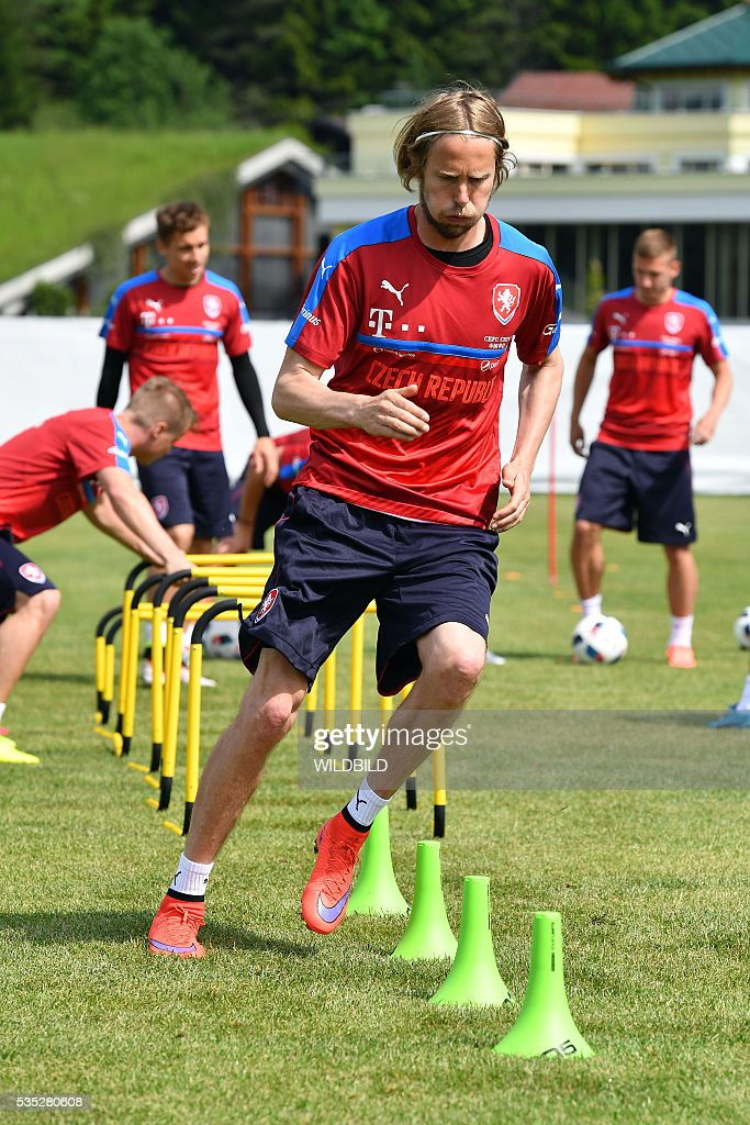 Czech Republic's Jaroslav Plasil attends a training session in Koessen, Austria, on May 29, 2016, preparing for the upcoming Euro 2016 European football championships. / AFP / Wildbild