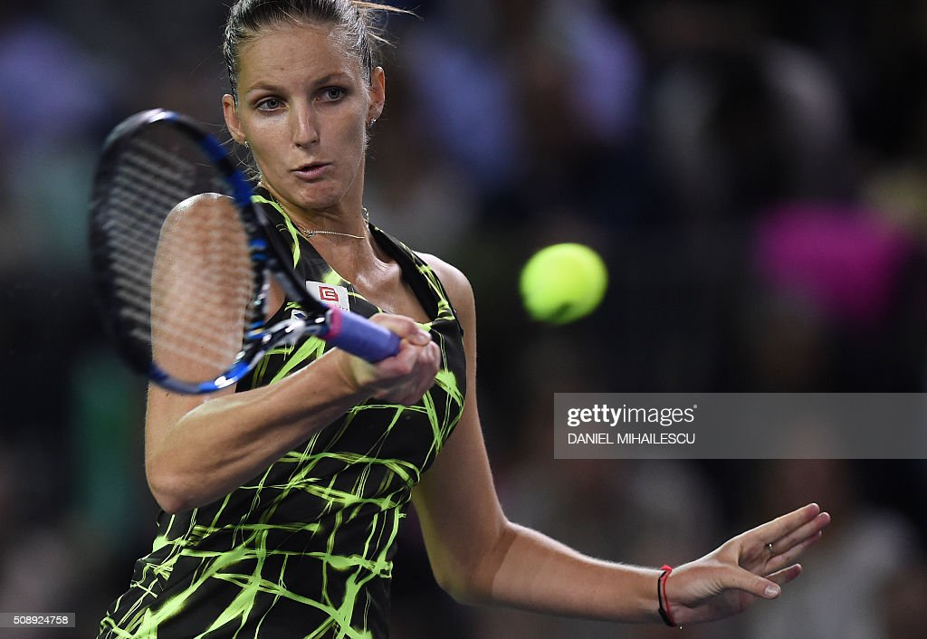 Czech Republic's Karolina Pliskova returns the ball to Romania's Monica Niculescu (unseen) during the FedCup World Cup tennis match at 'Sala Polivalenta Cluj-Napoca' hall in Cluj-Napoca city February 7, 2015. / AFP / DANIEL MIHAILESCU