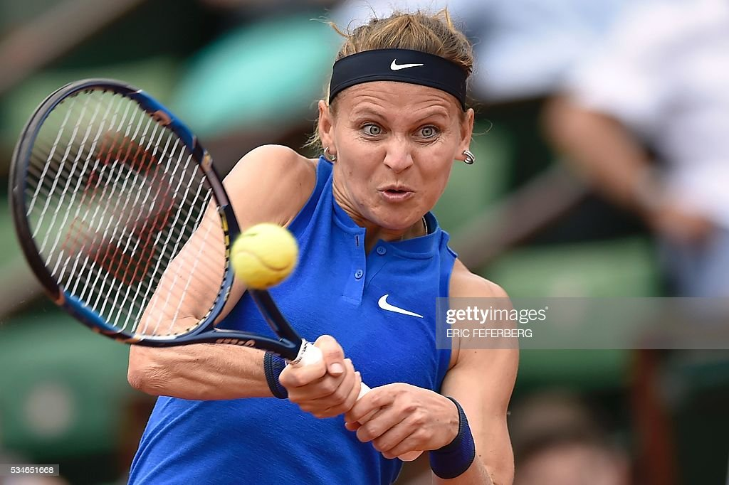 Czech Republic's Lucie Safarova returns the ball to Australia's Samantha Stosur during their women's third round match at the Roland Garros 2016 French Tennis Open in Paris on May 27, 2016. / AFP / Eric FEFERBERG