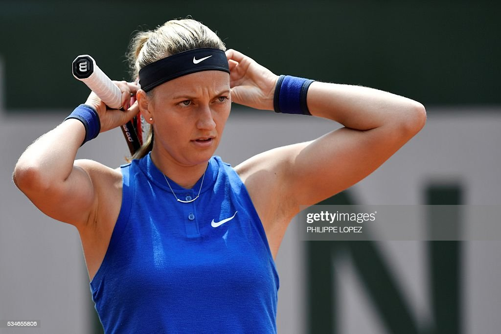 Czech Republic's Petra Kvitova reacts during her women's third round match against US player Shelby Rogers at the Roland Garros 2016 French Tennis Open in Paris on May 27, 2016. / AFP / PHILIPPE