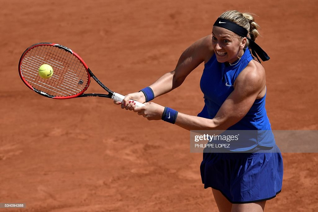 Czech Republic's Petra Kvitova returns the ball to Chinese Taipei's Su-Wei Hsieh during their women's second round match at the Roland Garros 2016 French Tennis Open in Paris on May 25, 2016. / AFP / PHILIPPE
