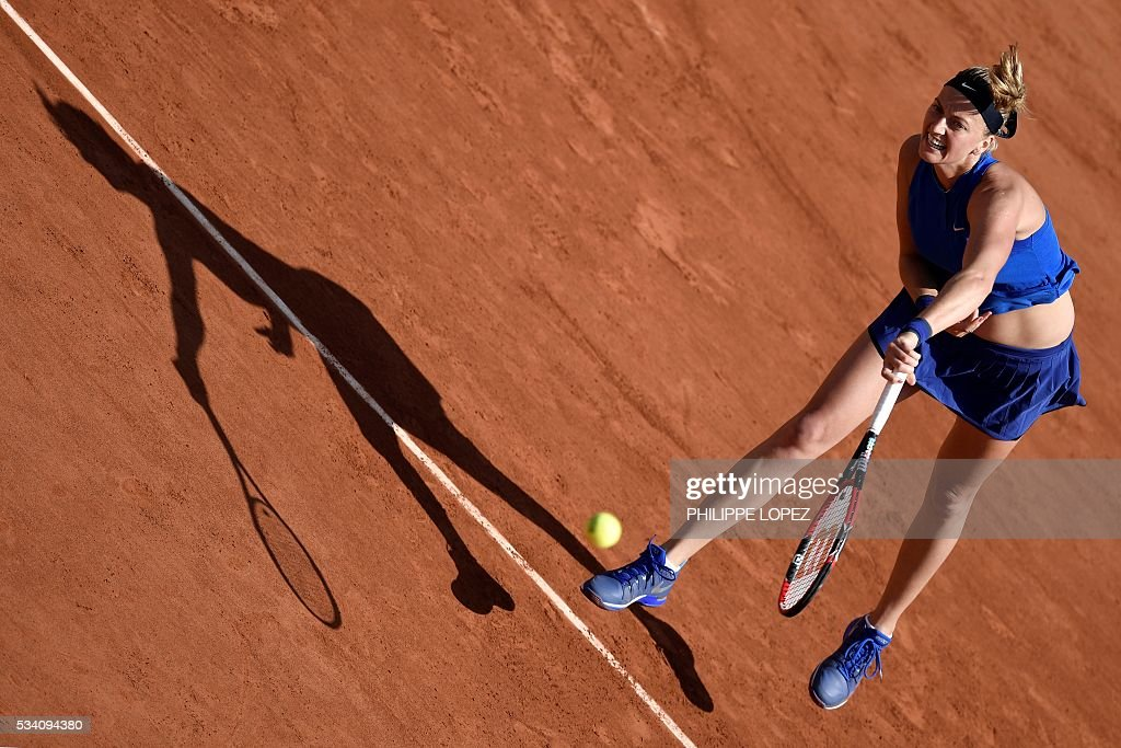 Czech Republic's Petra Kvitova serves the ball to Chinese Taipei's Su-Wei Hsieh during their women's second round match at the Roland Garros 2016 French Tennis Open in Paris on May 25, 2016. / AFP / PHILIPPE