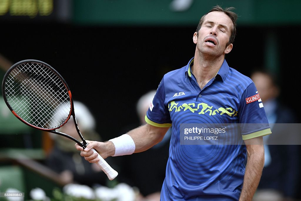 Czech Republic's Radek Stepanek reacts during his men's first round match against Great Britain's Andy Murray at the Roland Garros 2016 French Tennis Open in Paris on May 24, 2016. / AFP / PHILIPPE