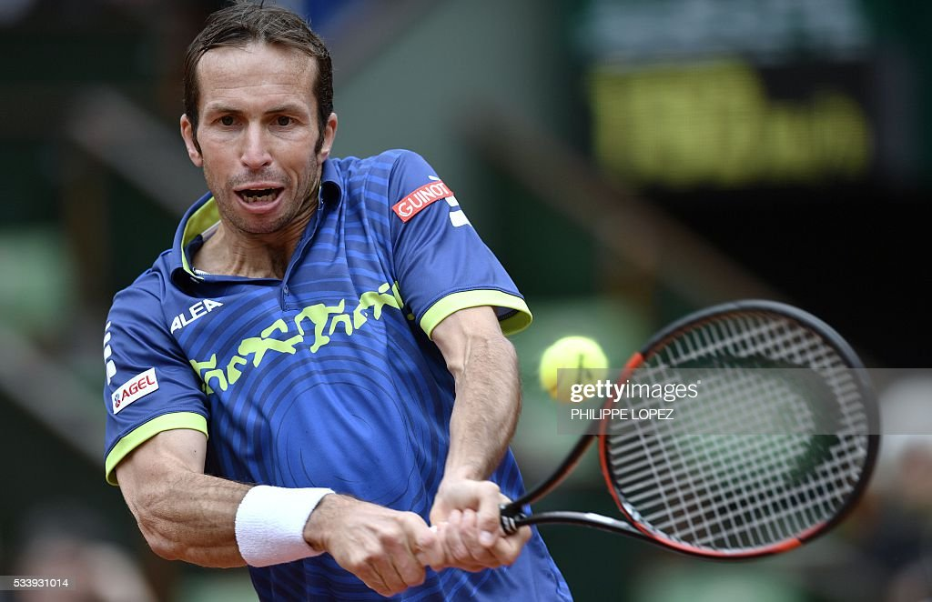 Czech Republic's Radek Stepanek returns the ball to Great Britain's Andy Murray during their men's first round match at the Roland Garros 2016 French Tennis Open in Paris on May 24, 2016. / AFP / PHILIPPE