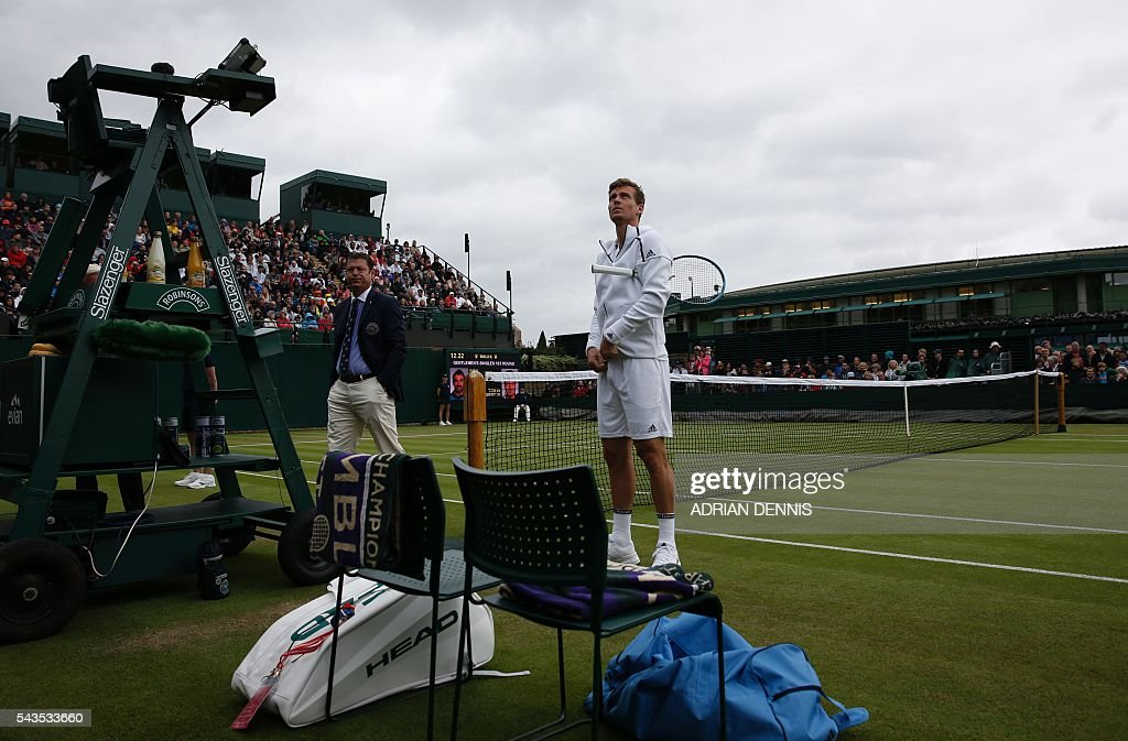 Czech Republic's Tomas Berdych (C) waits to warm up during a men's singles first round match against Croatia's Ivan Dodig on the third day of the 2016 Wimbledon Championships at The All England Lawn Tennis Club in Wimbledon, southwest London, on June 29, 2016. / AFP / ADRIAN