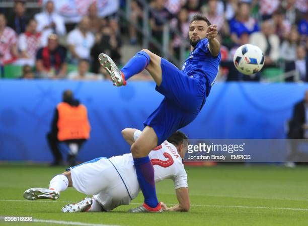 Czech Republic's Vladimir Darida and Croatia's Milan Badelj battle for the ball