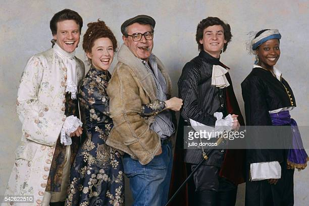 Czechoslovakian director Milos Forman is surrounded by actors Colin Firth Annette Bening Henry Thomas and Aleta Mitchell the cast of his 1989 movie...