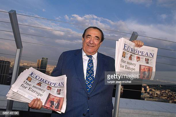 Czechoslovakianborn Brit Robert Maxwell presents the first issue of the weekly transnational newspaper 'The European' at the top of Paris's Arche de...