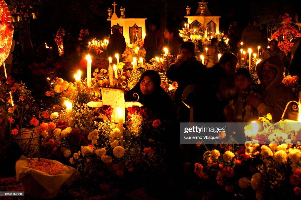 CONTENT] Día de Muertos en los pueblos del Lago de Pátzcuaro en Michoacán, México.