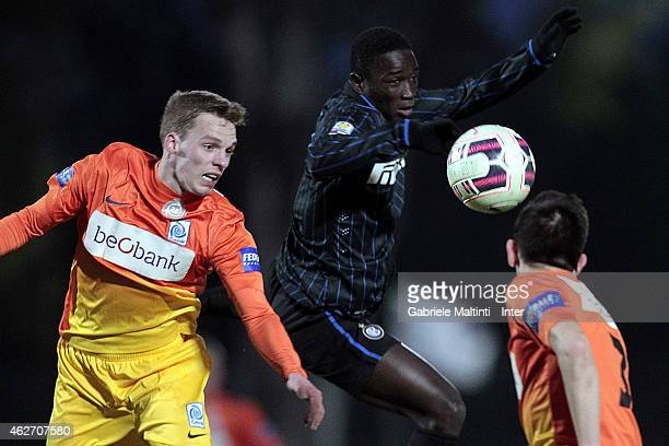 Dabo Mohamed of FC Internazionale battles for the ball with Gijs Brouwers of KRC Genk during the Viareggio juvenile cup match betwwen FC...