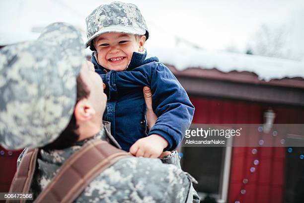 Daddy soldier is back home