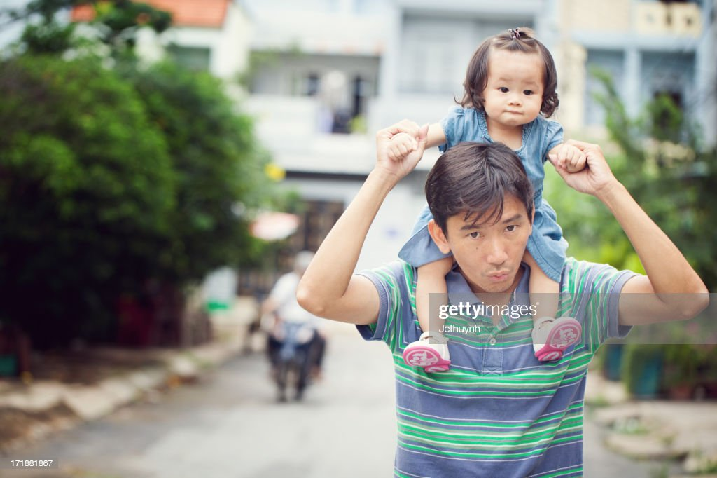 Daddy with daughter on shoulders